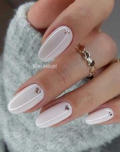These pretty nails are just perfect for Spring We're entering a new year and heading to a new season. A season of soft, romantic and feminine , it's a spring season. Cute Spring Nails, Spring Nail Art, Fall Nails, Heart Nail Art, Heart Nails, White Nail Art, White Nails, Lilac Nails, Nail Selection