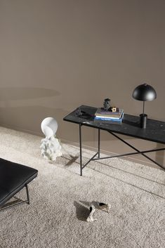 Black console table in steel frame with black italian marble. On top is a studio table lamp in black. Nordic living and danish design. Round Marble Table, Marble Console Table, Dining Table, Console Tables, Table Lamps, Design Scandinavian, Scandinavian Living, Danish Furniture, Fine Furniture