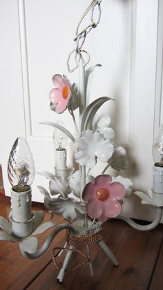 Franse brocante lamp met bloemen, webwinkel de Kofferzolder