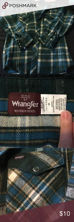 Wrangler flannel Men's 15-151/2 medium snap closure flannel. Two chest pockets. Excellent condition no stains or tears Wrangler Shirts Casual Button Down Shirts