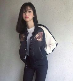 Korean Fashion Trends you can Steal – Designer Fashion Tips Ulzzang Girl Fashion, Korean Girl Fashion, Korean Fashion Casual, Korean Fashion Trends, Korea Fashion, Asian Fashion, Fashion Tips, Fashion Ideas, Women's Fashion
