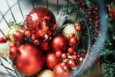 Jouluna tulee monenlaista roskaa, joilla on omanlaiset lajittelutavat. Jätteiden lajittelu on tärkeää myös jouluna, muistuttaa Helsingin seudun ympäristöpalvelut HSY. Moni ei kuitenkaan tiedä, miten joulun roskat kuuluisi lajitella tai saattavat vain laittaa kaiken sekajätteisiin, koska se Thoughtful Christmas Gifts, Christmas Gift Box, Diy Christmas Ornaments, Christmas Decorations, Christmas Lamp, Christmas Wishes, Diy Home Decor On A Budget, Easy Home Decor, Decorating Blogs