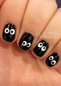 This spooky eyeballs manicure is perfect for Halloween.