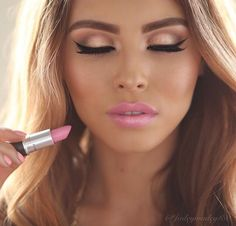 Golden Bronze Eye Makeup, fake lashes and a pale pink lip, beautiful!