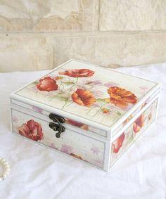 Hoi! Ik heb een geweldige listing gevonden op Etsy https://www.etsy.com/nl/listing/219946966/decoupaged-jewelry-box-with-poppies