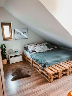 Wood Pallet Beds, Wood Pallets, Pallette Furniture, Diy Bett, Botanical Decor, Roomspiration, My New Room, Minimalism, Toddler Bed