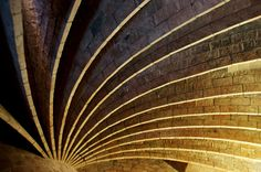 Casa Milà Amazing Architecture, Landscape Architecture, Antonio Gaudi, La Pedrera, Southern Europe, Wow Products, World Heritage Sites, Cool Pictures, Plant Leaves