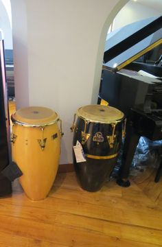 Bom dia! Procura instrumentos de percussão, tais como congas, bongós, djembes? Venha visitar-nos ao Salão Musical de Lisboa, ou consulte o nosso site www.salaomusical.com