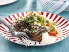 Gegrilltes Steak vom Rind mit Gemüse ist ein Rezept mit frischen Zutaten aus der Kategorie Rind. Probieren Sie dieses und weitere Rezepte von EAT SMARTER!