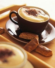 coffee.quenalbertini: Cappuccino and biscuits