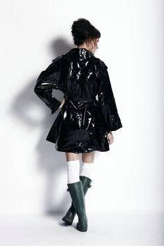 Vinyl Raincoat, Pvc Raincoat, Raincoat Jacket, Black Raincoat, Hunter Wellies, Rainy Day Fashion, Pvc Coat, Rain Wear, Fashion Boots