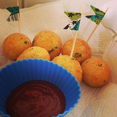 Bolinho de Arroz e Ketchup! - salgadinhos para festa de aniversário.