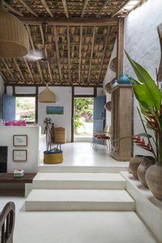 22 casas de praia e veraneio para curtir o verão em grande estilo | CASA CLAUDIA Indian Home Design, Indian Home Interior, Indian Home Decor, Home Interior Design, Interior Decorating, Home Decor Ideas, Home Decor Furniture, Home Decor Inspiration, Village House Design