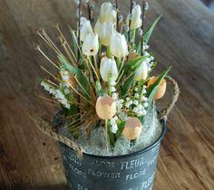 Jarní dekorace s tulipány - velikonoce