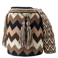 comprar bolso wayuu en madrid, wayuu, croche, bolsos hecho a mano, producto… Mochila Crochet, Crochet Pouch, Filet Crochet, Crochet Stitches, Knit Crochet, Wiggly Crochet, Crotchet Bags, Tribal Bags, Tapestry Crochet Patterns