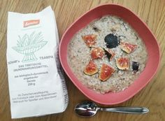 Tsampa scheint der nächste große Renner auf den veganen Blogs zu werden. Bei Salka gab es ein Tsampafrühstück mit Feige.