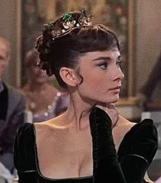 Audrey Hepburn in War and Peace ? Audrey Hepburn in War and Peace ? Audrey Hepburn Mode, Aubrey Hepburn, Audrey Hepburn Photos, Hollywood Glamour, Old Hollywood, Johnny Depp, Pretty People, Beautiful People, Princess Aesthetic