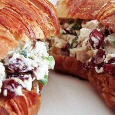 Deli-style Cranberry Chicken Salad. The perfect lunch to reinvent last night's chicken leftovers. Use plain yogurt instead of mayo for a lighter version. #chickensalad #chickenleftovers #delisandwich