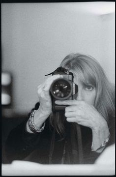 Linda McCartney (Paul McCartney), amazing photographer.  AH-MAZING. took so many epic pictures of Paul, their family and other musicians from that era.