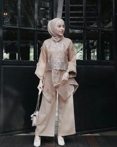 32 ideas style girl hijab for 2020 7 Kebaya Lace, Kebaya Dress, Dress Pesta, Kebaya Modern Hijab, Kebaya Hijab, Model Kebaya Muslim, Dress Brokat Modern, Model Kebaya Modern, Kebaya Brokat