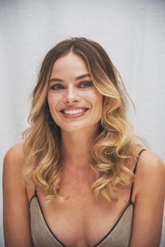 Margot Elise Robbie is an Australian actress and film producer. She has received nominations for an Academy Award and three. Margot Robbie Harley, Margot Elise Robbie, Margo Robbie, Harley Quinn, Actriz Margot Robbie, Margot Robbie Pictures, Neue Trends, Divas, Hair Beauty