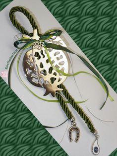 Γούρια 2017 Μεταλλικό χυτό ρόδι, επάργυρο ή με ορειχάλκωση, δεμένο σε χοντρό στριφτό κορδόνι με ναυτικό κόμπο και διαμορφωμένο σε γούρι για τη νέα χρονιά. Το συνολικό μήκος του γουριού είναι 40 cm περίπου Very Merry Christmas, Winter Christmas, Christmas Crafts, Handmade Silver, Handmade Jewelry, Sweet Little Things, Dyi Crafts, Lucky Charm, Pomegranate