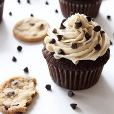 This chocolate chip cookie dough frosting tastes just like the real thing! It's light and fluffy, but oh so decadent—perfect for the chocolate cupcakes. Cookie Dough Cupcakes, Cookie Dough Frosting, Chocolate Chip Cookie Dough, Yummy Cupcakes, Chocolate Chip Cupcakes, Brownie Cupcakes, Filled Cupcakes, Dessert Chocolate, Chocolate Cakes