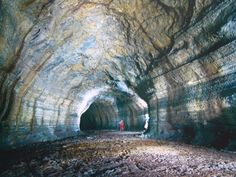 Un paseo por un tubo de lava, en la isla Jeju :P Woahh!! En Corea Del Sur..
