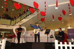 14 Şubat Sevgililer Günü etkinliği çerçevesinde İlhan Şeşen sevenleri ile #beylikduzumigrosavm 'de buluştu.