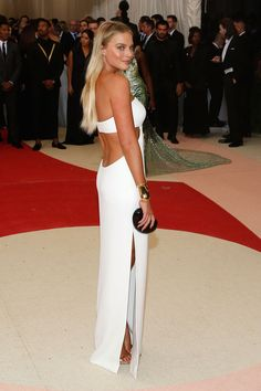 25 Times Margot Robbie Owned the Red Carpet Margot Robbie Style, Actress Margot Robbie, Red Carpet Hair, Red Carpet Looks, Gala Dresses, Dance Dresses, Party Dresses, Formal Dresses, Celebrity Red Carpet