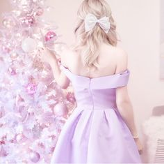 A pretty and pastel Christmas decor tutorial Home Designer, Princess Aesthetic, Christmas Aesthetic, Bohemian Style Bedrooms, Blue Pictures, Pink Christmas, Christmas Decor, Christmas Things, Christmas Time