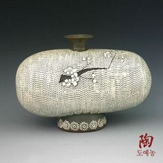 400px-400px-Flowers Bottle Buncheong Pottery with Impressed White Woven Mat Design
