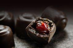 visine in ciocolata bomboane de casa Profiteroles, No Cook Desserts, Red Fruit, Nutella, Vegetables, Cooking, Food, Tiramisu, Cakes