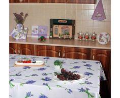 Parfum de lavanda... Va asteptam cu produse decor Lavanda:fete de masa,farfurii,tavi,sorturi,manusi si servete bucatarie... http://www.casa-alessia.ro/masa