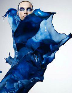 Paint Splash Photography by Ian Crawford Splash Photography, Paint Photography, Beauty Photography, Fashion Photography, Creative Photography, Foto Fashion, Blue Fashion, Fashion Art, Paint Splash