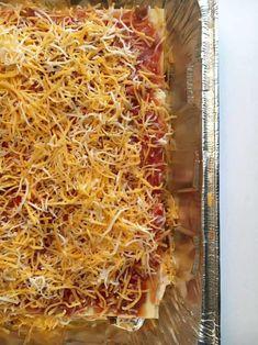 Easy To Make Taco Lasagna - Yep, the official back to school countdown has begun! Pork Casserole, Beef Casserole Recipes, Hamburger Meat Recipes, Side Dishes Easy, Side Dish Recipes, Dinner Recipes, Breakfast Recipes, Dessert Recipes, Tasty Lasagna