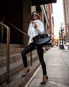 Sharing 26 elegant and chic fall outfits to easily dress feminine and girly this fall! Check it out on my blog now #falloutfits #elegantfalloutfits #fallfashion #chicfallfashion #pinkfallfashion #falldresses #femininefalloufits #chicfalloutfits #autumngirlyoutfits #fallgirlyoutfits #fallknitteddresses #falltweedoutfits Winter Fashion Outfits, Work Fashion, Trendy Fashion, Autumn Fashion, Womens Fashion, Classic Fashion Outfits, Winter Date Outfits, Latest Fashion, Elegant Fashion Wear