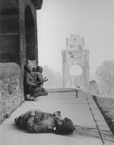 History in Photos: Allied Invasion of Germany. American soldiers take cover on the Nibelungen bridge over the Rhine River, as German snipers on the opposite bank of the Rhine take aim, 20 March 1945 Nagasaki, Hiroshima, World History, World War Ii, Vietnam, War Photography, Fukushima, American Soldiers, Military History