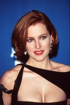 Gillian Anderson - classic Scully hair with red lips Dana Scully, Gillian Anderson, Hollywood, Illinois, Divas, Beautiful Actresses, Redheads, Movie Stars, Movies