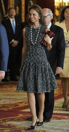 Isabel Preysler Photos Photos - Isabel Preysler attends Spain's National Day Royal Reception at the Royal Palace on October 2010 in Madrid, Spain. - Spain's National Day Royal Reception In Madrid Royal Dresses, Glam Dresses, Cute Dresses, Classy Dress, Classy Outfits, Beautiful Outfits, Casual Cocktail Attire, African Fashion Dresses, Fashion Outfits