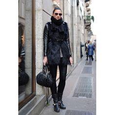 VOGUE JAPAN ミラネーゼのスタイルに学ぶ、オールブラック着こなしの極意