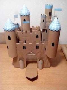 Castillo con rollos de cartón