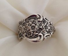 Spoon Ring, Renaissance Choose Your Size 7 to Vintage Silverplate, Silverware Jewelry, Krizsilver Silver Lockets, Sterling Silver Jewelry, Silver Rings, Silver Jewellery, Diamond Jewelry, Antique Jewelry, Silverware Jewelry, Spoon Jewelry, Diy Spoon Rings