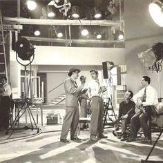 """""""También de dolor se canta"""" es una película mexicana de la época de oro del cine mexicano. Fue dirigida por René Cardona en 1950 y tiene como actores a Pedro Infante, Guillermina Green e Irma Dorantes. También aparecen actores famosos de la época,..."""