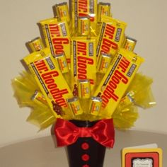 And my jaw drops :O lol. Goodbar these are one of thee best candy bars ever ever :) Candy Arrangements, Candy Centerpieces, Candy Decorations, Candy Bar Bouquet, Gift Bouquet, Valentine Baskets, Valentine Day Gifts, Valentines, Candy Gift Baskets