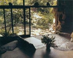 Natural stone floors and walls a la Russel Wright