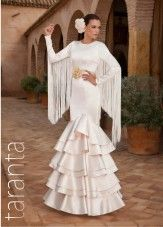 Flamenco inspired wedding dress with train. Flamenco Costume, Flamenco Skirt, Flamenco Dresses, Flamenco Wedding, Fall Dresses, Wedding Dresses, Fashion Mode, Bridal, White Fashion