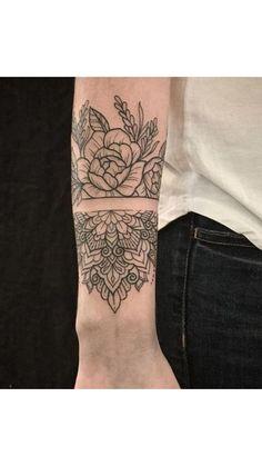 On the lovely Kailey 🖤 - tattoo - Henna Designs Hand Forarm Tattoos, Rose Tattoos, Black Tattoos, Body Art Tattoos, New Tattoos, Hand Tattoos, Tattoos For Guys, Sleeve Tattoos, Tattoos For Women