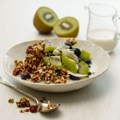 POPPED SORGHUM GRANOLA -- Sweetened with agave nectar, vanilla, and warm spices like cinnamon, cardamom and turmeric, this homemade granola is the new way to fuel your day. Make French Toast, Cinnamon French Toast, Granola, Slow Cooker Breakfast, Toasted Almonds, Healthy Breakfast Recipes, Breakfast Ideas, Paleo Recipes, Fresh Fruit