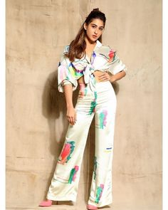 For the promotions of Love Aaj Kal, Sara Ali Khan has been serving us with some stunning looks. Fresh Outfits, Girl Outfits, Fashion Outfits, Fashion Clothes, Bollywood Actress Hot Photos, Bollywood Fashion, Indian Celebrities, Bollywood Celebrities, Celebrity Fashion Looks